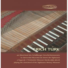 Erich Türk la clavicordul Muzeului de Istorie din Sighişoara